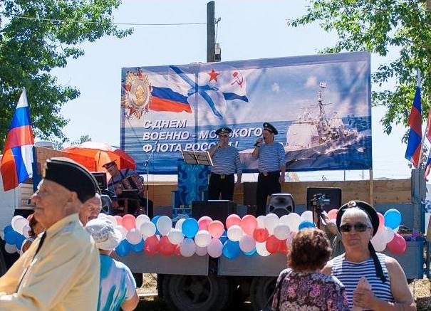 Корабль США на дне ВМФ в Брянске.